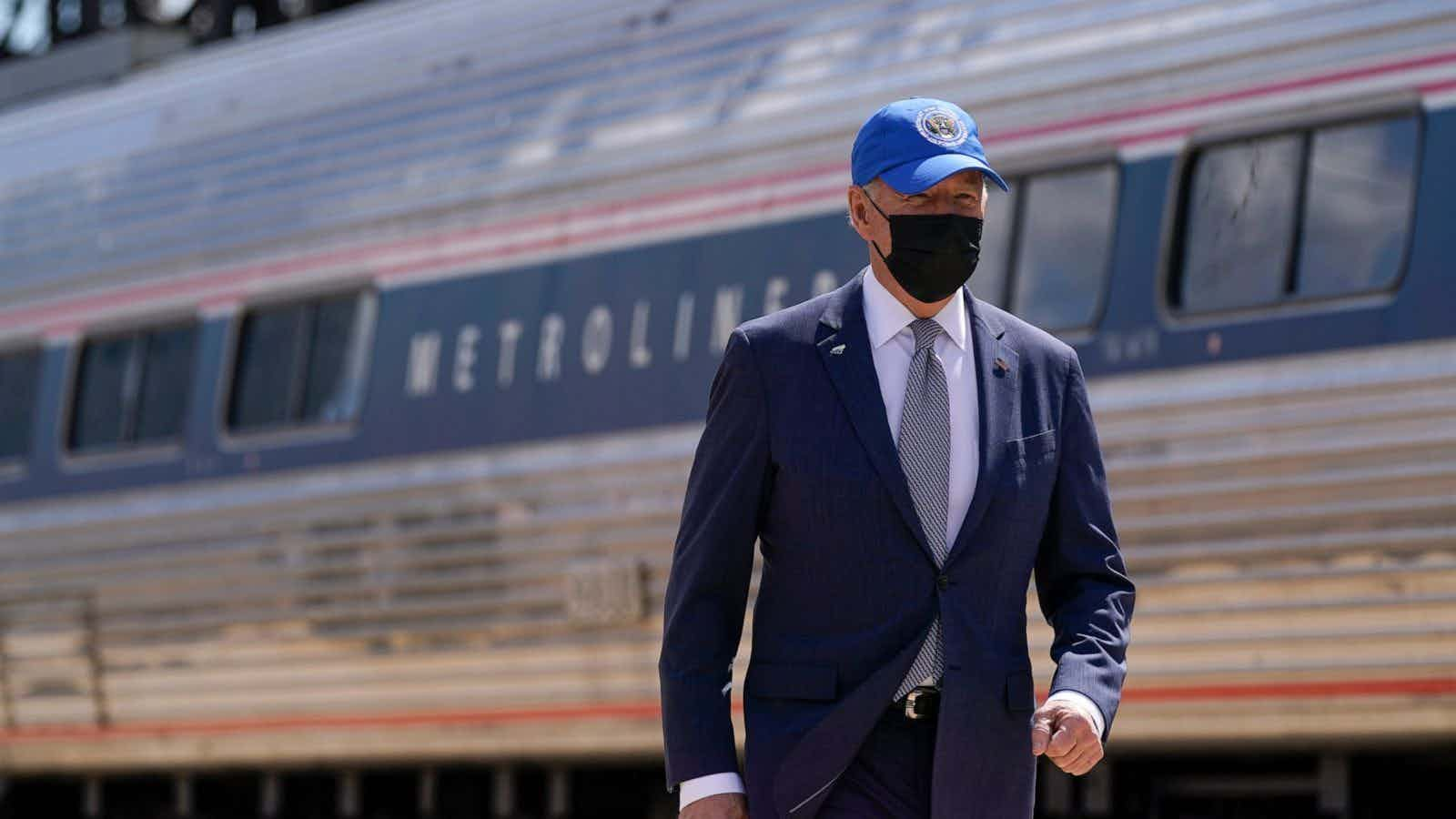 Advisers tell Biden to still wear masks outside to encourage public to follow suit